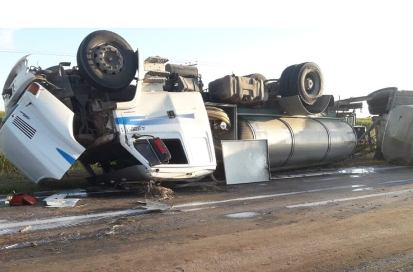 Camión lechero volcó en la ruta