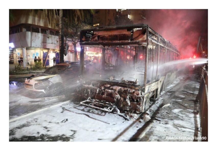 """Hamas lanzó un ataque con cohetes contra Israel y Netanyahu respondió: """"Los golpearemos con más fuerza"""""""