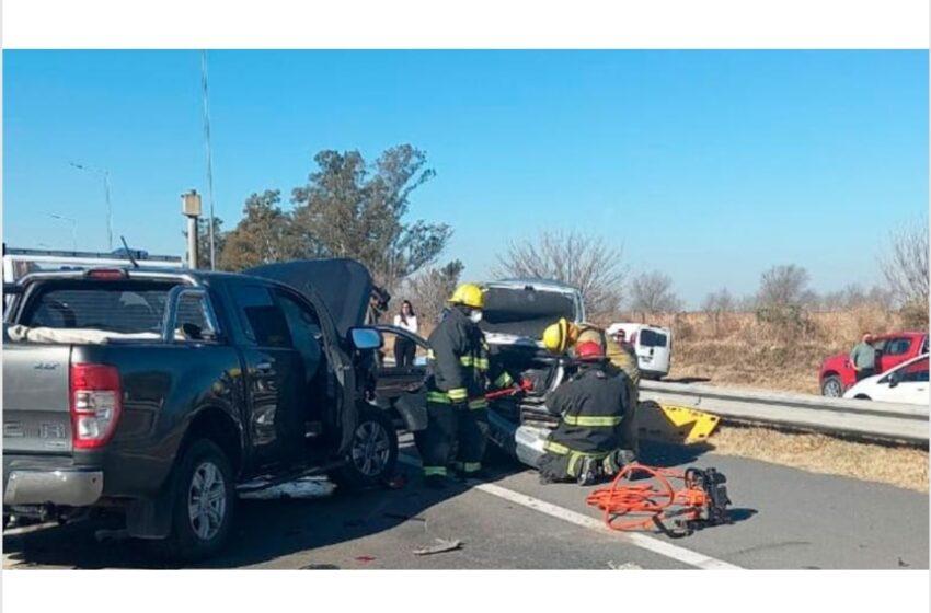 Por intentar ayudar en la ruta fue arrollada por una camioneta.