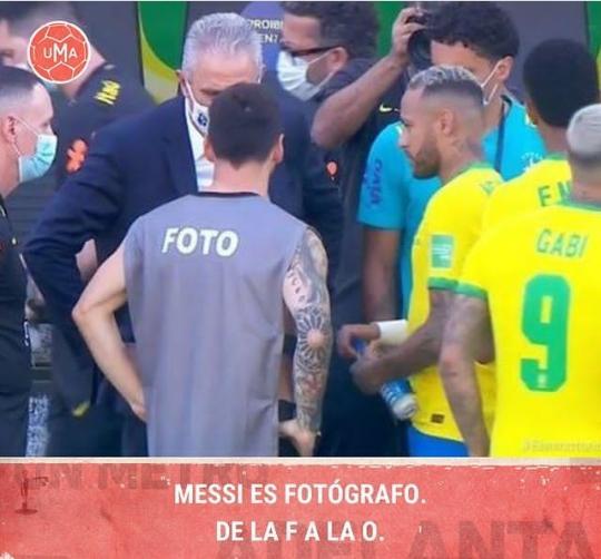 La reacción de Dybala al ver la pechera que tenía Messi